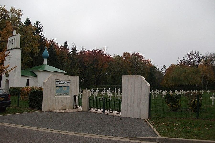 Entrée du cimetière russe de st-hilaire le Grand, la chapelle à gauche.