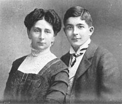Ernestine Spitzmüller and son, 1910.jpg