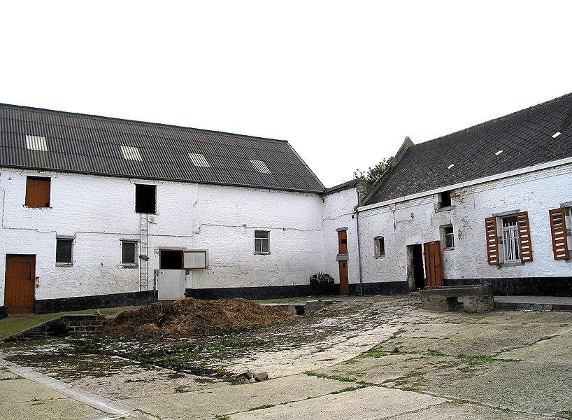 Estinnes-au-Val (Belgium), rue de Maubeuge, 15 – Stalls of the Plumet Farm.