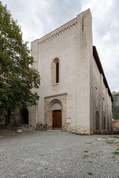 Français:  Façade de l'église des Cordeliers de Briançon (France).