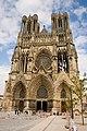 Facade de la Cathédrale de Reims - Parvis.jpg
