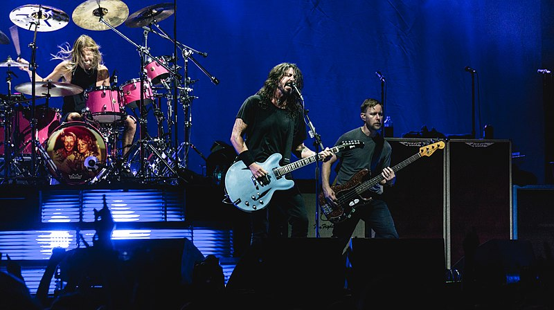 File:Foo Fighters - The O2 - Tuesday 19th September 2017 FooO2190917-49 (23559000928).jpg