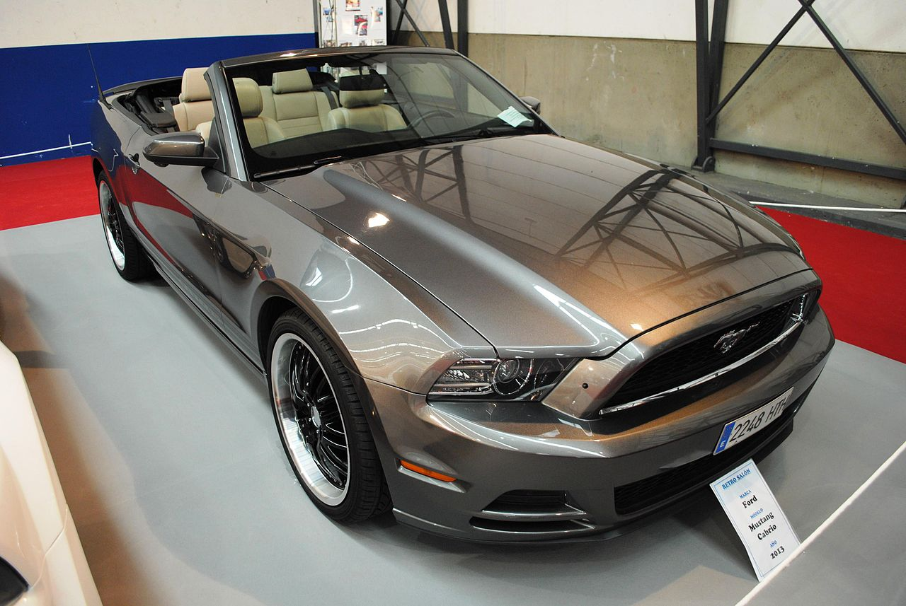 file ford mustang cabrio 2013 ifevi 2014 jpg wikimedia commons. Black Bedroom Furniture Sets. Home Design Ideas