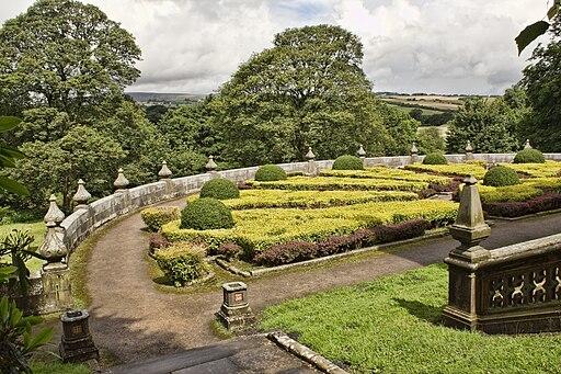 Formal garden, Gawthorpe Hall