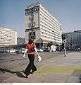 Fotothek df ps 0000998 Hochhäuser - Wolkenkratzer ^ Straßenszenen ^ Pentacon.jpg