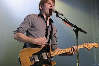Alex Kapranos - Kapranos performing in November 2008