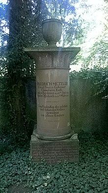 Grabmal des Friedrich Metzler auf dem Alten Friedhof in Offenbach am Main (Quelle: Wikimedia)