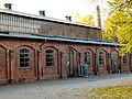 Friedrich Schrage GmbH, Hannover Körtingsdorf Blick auf den Hof mit der alten Fabrikhalle und Schornstein.jpg