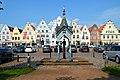Friedrichstadt Holländerhäuser Sleeswijk-Holstein Duitsland markt waterpomp uit 1879.jpg