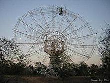 GMRT-Antenne bei Sonnenuntergang.jpg