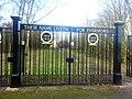 Gates to the War Memorial - panoramio.jpg