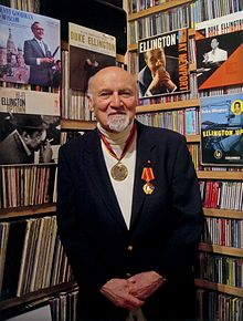 George Avakian by Ian Clifford, New York City, May 2003.jpg