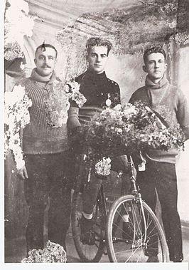 Georges Lemaire, con su lado Jean Nicolet y su trabajador de apoyo.