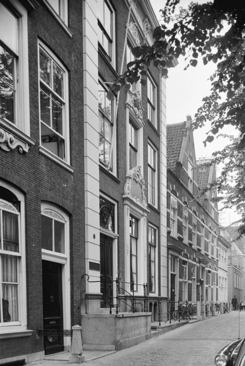 Fundatie renswoude monumentale lijstgevel in delft monument - Oude huis gevel ...