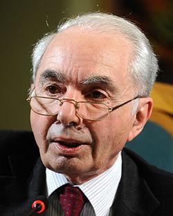 Giuliano Amato - Festival Economia 2013.JPG