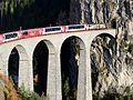 Glacier Express auf Landwasserviadukt.JPG