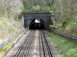 Chigwell tube station - The tunnel between Chigwell and Grange Hill