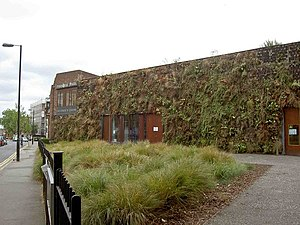 English: Green living wall on Paradise Park Ch...