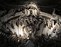 Grotta di palazzo corsini, vasca 03 stemma corsini.JPG