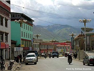 Gyêgu - Street scene in Gyêgu (2005)