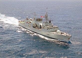 HMCS Winnipeg (FFH 338) - Image: HMCS Winnipeg (FFH 338) underway in 2001