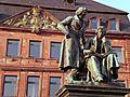 Hanau Denkmal Gebrueder Grimm.JPG