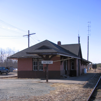 Hantsport station - Exterior view of train station
