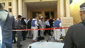 2014 Jerusalem synagogue attack - Police operations at the synagogue shortly after the attack