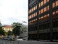 Hauptverband Westfassade mit Wittgensteinhaus.jpg