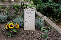 Highgate Cemetery - East - Alan Sillitoe 02.jpg