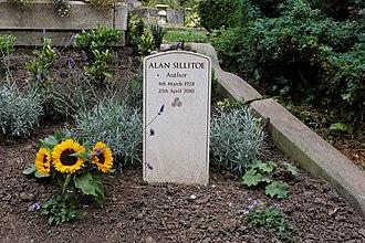 Alan Sillitoe - Sillitoe's grave in Highgate Cemetery