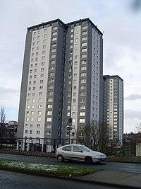 Highrise flats in Cardonald in 2009.jpg