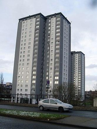 Cardonald - Image: Highrise flats in Cardonald in 2009