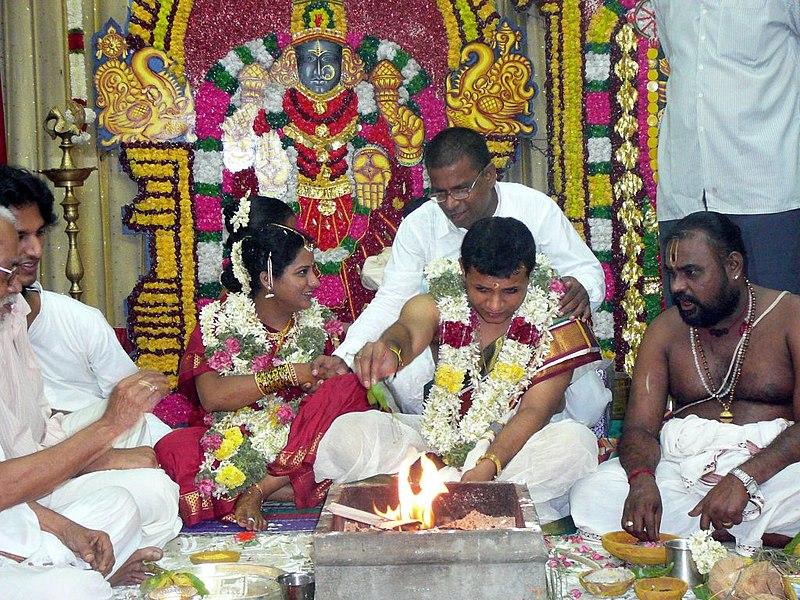 File:Hindu wedding fire ceremony.jpg