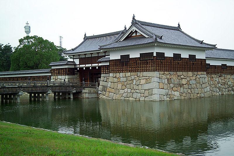 800px-HiroshimaCastle7234.jpg