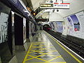Holborn station Piccadilly westbound.JPG