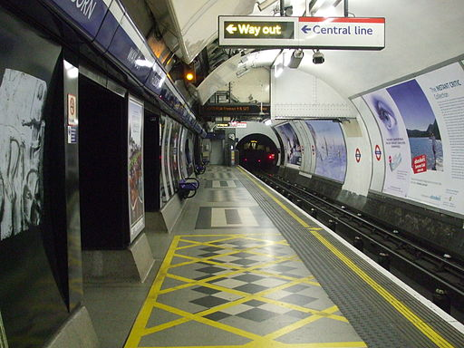 Holborn station Piccadilly westbound