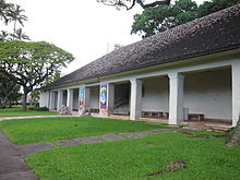 Honolulu Museum of Art - entrance veranda.JPG