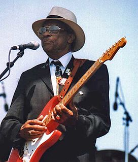Hubert Sumlin American Chicago blues and electric blues guitarist and singer