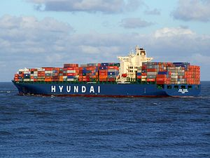 Hyundai Shanghai p8, leaving Port of Rotterdam, Holland 10-Dec-2006.jpg