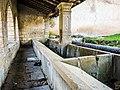 Intérieur de la fontaine-lavoir de Montenois.jpg