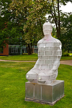 Hasso Plattner Institute - Mr. Net: interactive sculpture designed by the Spanish artist Jaume Plensa