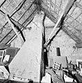 Interieur, kapconstructie aan de voorzijde met schoorsteen - Sprang - 20342174 - RCE.jpg