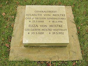 Helmuth von Moltke the Younger - Grave of Helmuth von Moltke in the Invalids' Cemetery (Invalidenfriedhof), Berlin (restitution stone from 2007)