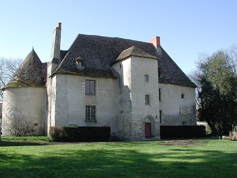 Jenzat (Allier, France). Le vieux château, remanié au XVe siècle. Façade est.