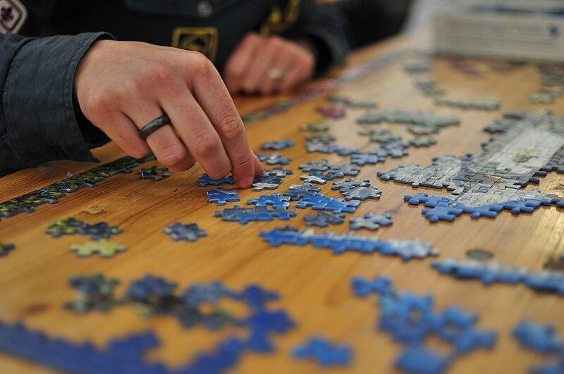 Fil:Jigsaw puzzle 01 by Scouten.jpg