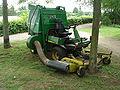John Deere Tractor Lawnmower F1145 3.JPG