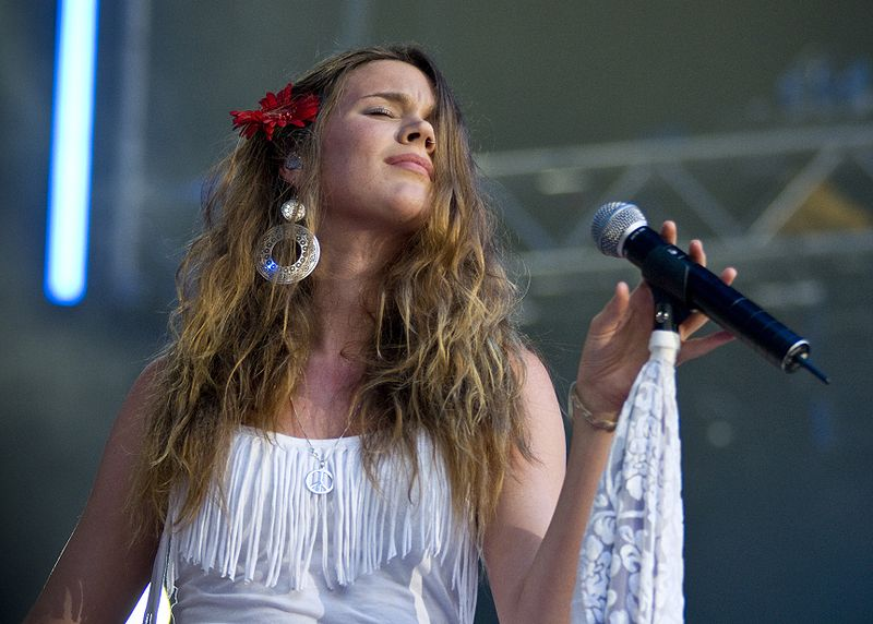 File:Joss Stone @ Stockholm jazz fest 05 new.jpg
