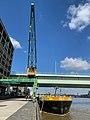 Köln Rheinauhafen Kran 14 und Schiff.jpg