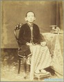 KITLV 4044 - Kassian Céphas - Raden Ayu Mangkoe Boemi, the first wife of Pangeran Adhipatti Ario Mangkoe Boemi at Yogyakarta - 1889.tif